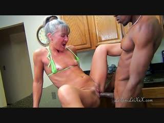 Leilani lei. зря бабуля стояла раком в бикини среди кухни. mature granny mother busty slut whore housewive bbc fuck blowjob cums