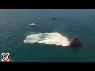 Как намеренно затапливают списанные корабли