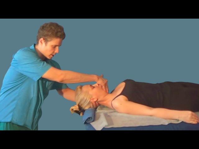 Разминание в лечебном массаже шейного отдела лёжа на спине. Растирание вибрация и самомассаж шеи