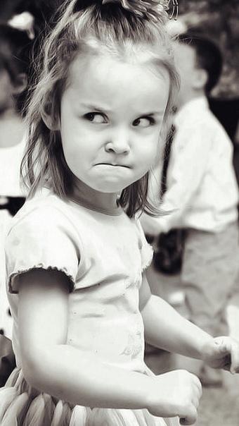 Джентельмен Не успела учительница представить классу новую ученицу по имени Настя Кулагина, как у Ваньки Горемыкина тут же заболели передние зубы. Болели они, правда, недолго, потому что Настя