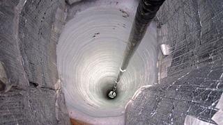 Вот то, что находится на дне самой глубокой ямы на земле ...