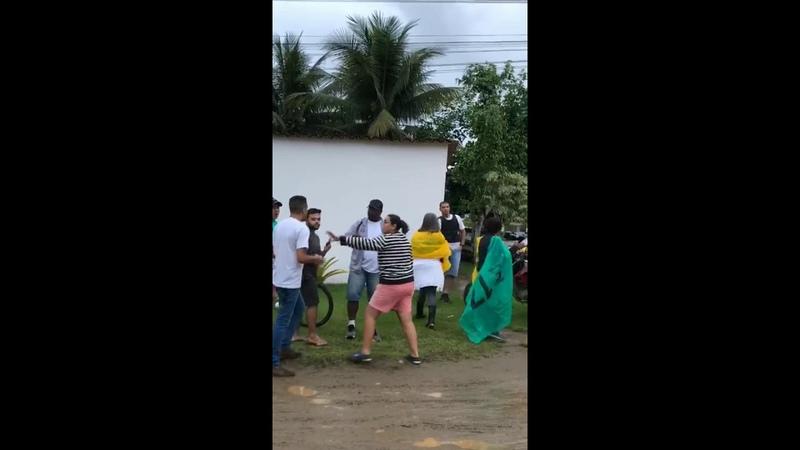 Em Paraty Lula fica acuado em pousada sob protestos da população
