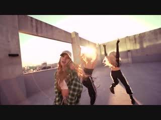 LISA - BLACKPINK Dancing I Like It - Cardi B (1).mp4