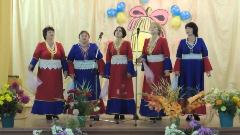 песня Бабье лето исполняет ансамбль Поселяночка