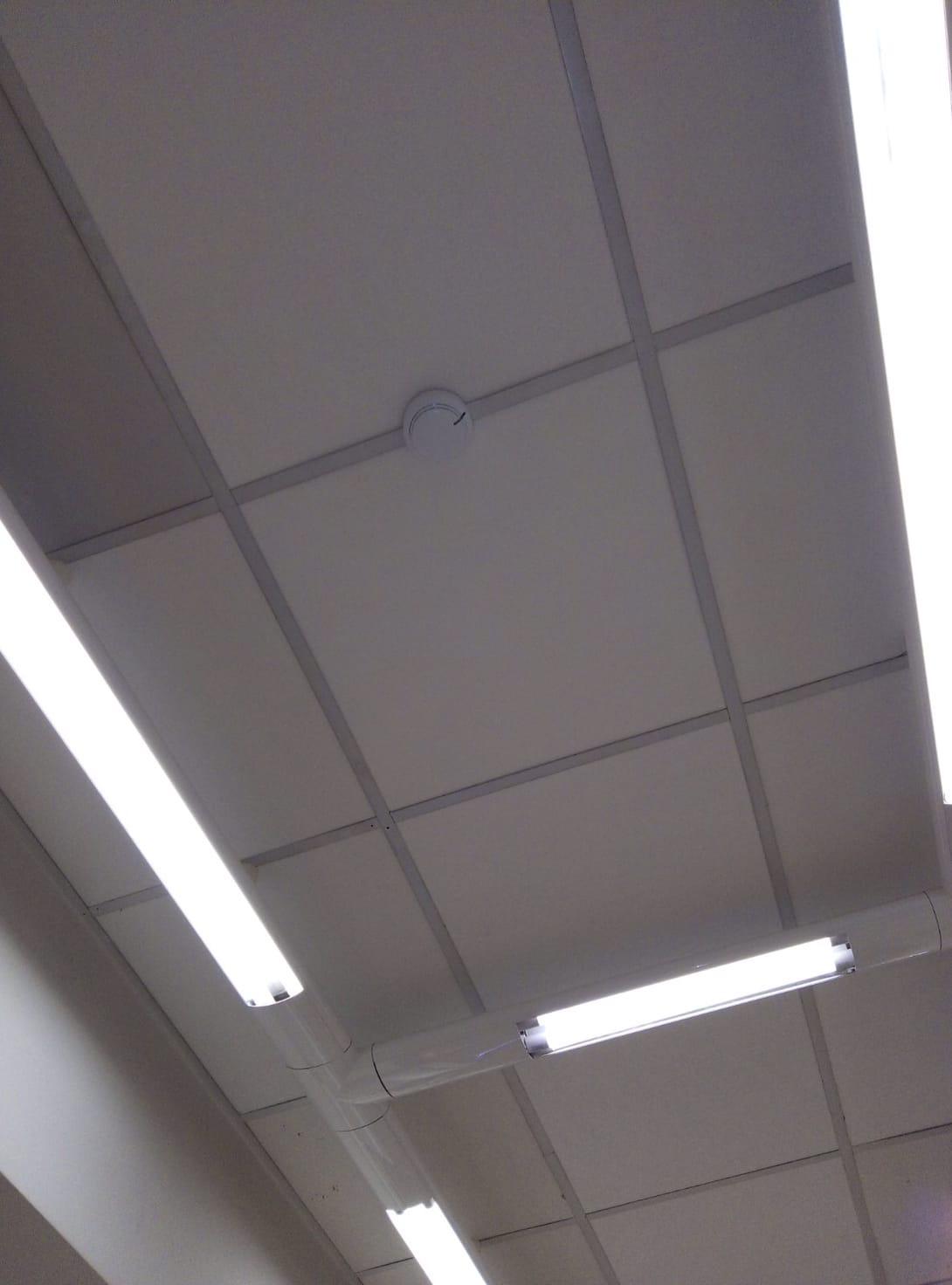 Ремонт подвесного потолка в торг. зале магазина