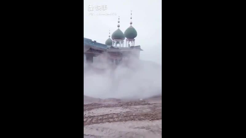 Китай. В Синьцзяне буднично снесли мечеть. Почему не кто не встал грудью на защиту единоверцев?