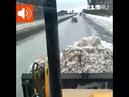 Уральский тракторист засыпал машину с камерой