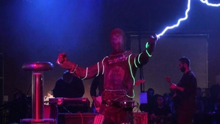 Tesla Coils - Arc Attack - Doctor Who Theme Song - Makers Faire 2010 - San Mateo - No. 1