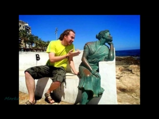 People having fun with statues right moment pics compilation