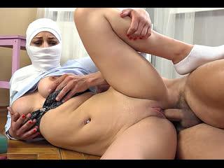 ПОРНО -- ЕЙ 18 -- АНТОН НЕ ДАЛ ПОМОЛИТЬСЯ МОЛОДОЙ ДЕВОЧКЕ -- muslim sex --  Mia Rose