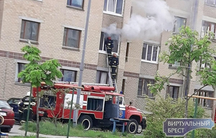 На ул. Мошенского возгорание в д. 100, есть пострадавший