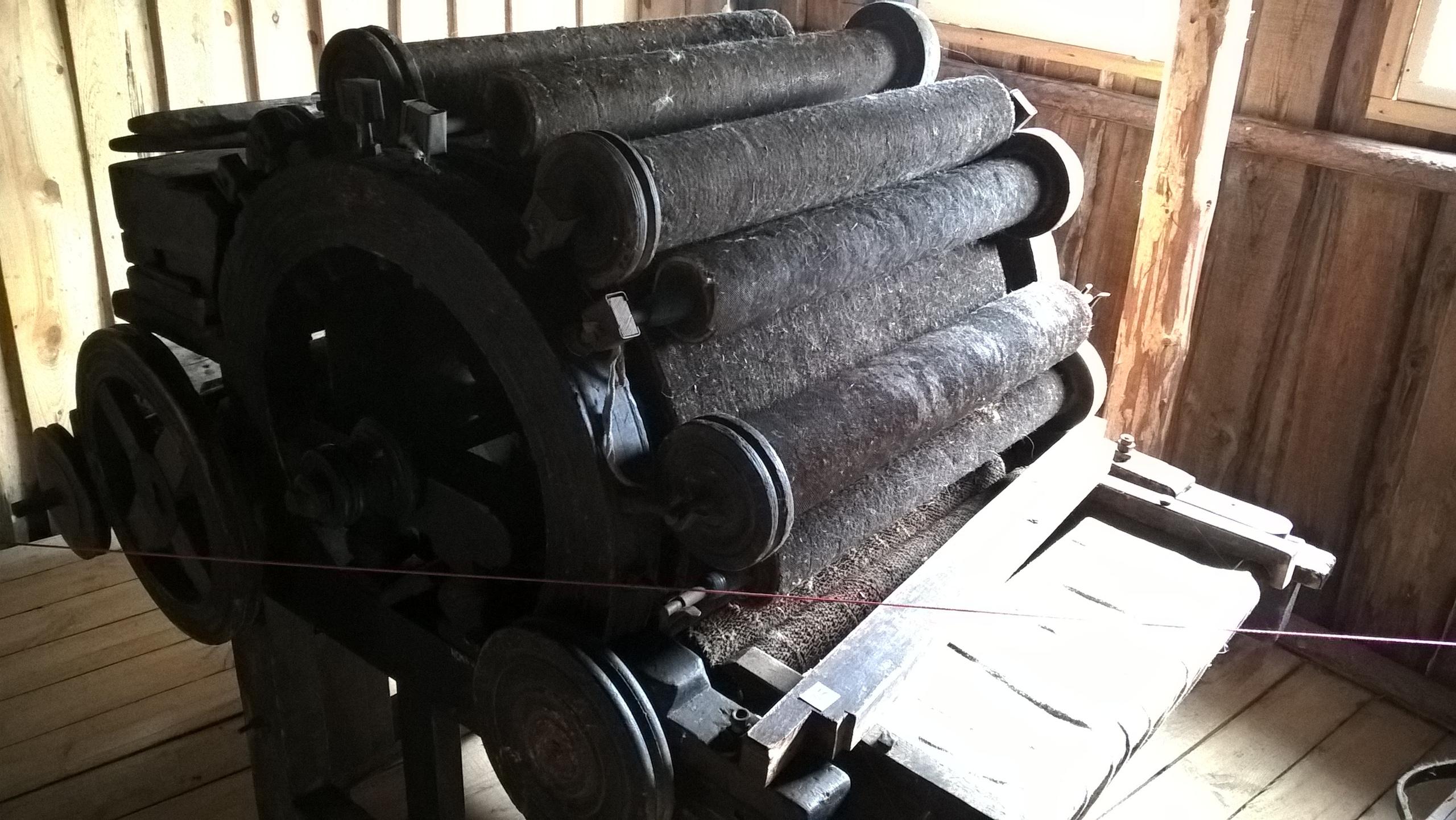 Станок шерстобитный в музее деревянного зодчества
