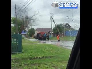 В Зауралье перед визитом губернатора засыпают ямы на дорогах в дождь