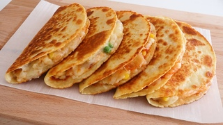 DELICIOUS Crispy Potato Cheese Quesadilla!You will be addicted and can't stop eating!EASY Breakfast!