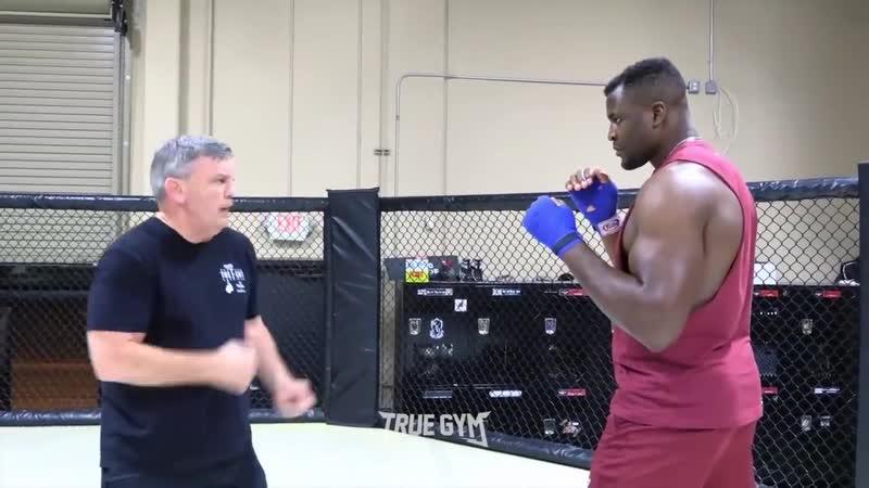 Легендарный тренер учит бить Нганну Советы от тренера по боксу Тедди Атласа