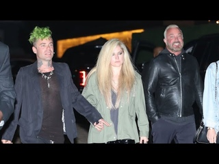 Avril Lavigne Sweetly Makes Time For Every Autograph Seeker Following Malibu Dinner