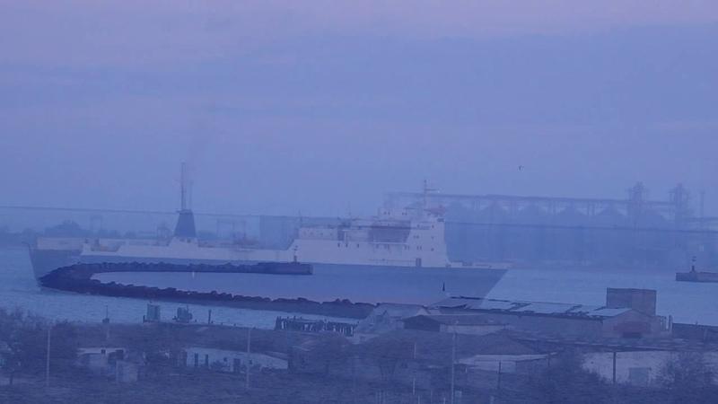 Ещё один закат По проливу интересное судно прошло с Азовского моря