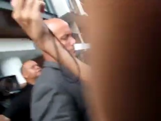 Taylor lautner atende fãs no hotel fasano, imagens de @_flaviameireles - rio de janeiro 24-10-2012