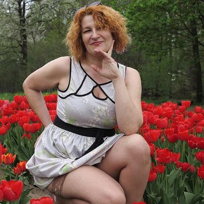 Смотреть порно женщины средних лет и юбке карандаш в чулках