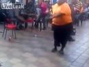 Паренёк с большим весом отжигает