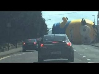 Giant inflatable Minion Rolls Into Traffic In Dublin Ierland