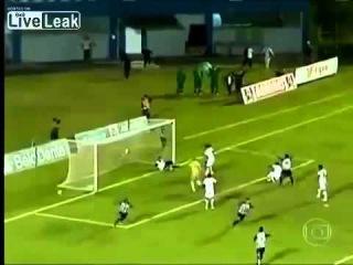Футбол в Бразилии ,массажист спас ворота