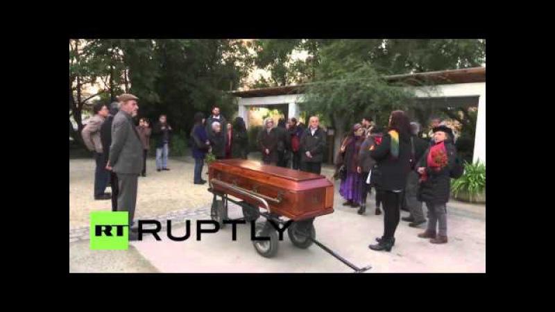 Чили Похороны проводится Маргот Хонеккер, вдова лидера Восточной Германии Эриха.