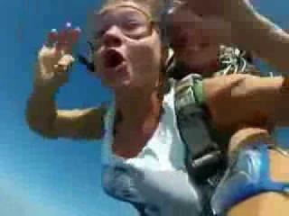 голая девушка прыгает с парашютом спала мне