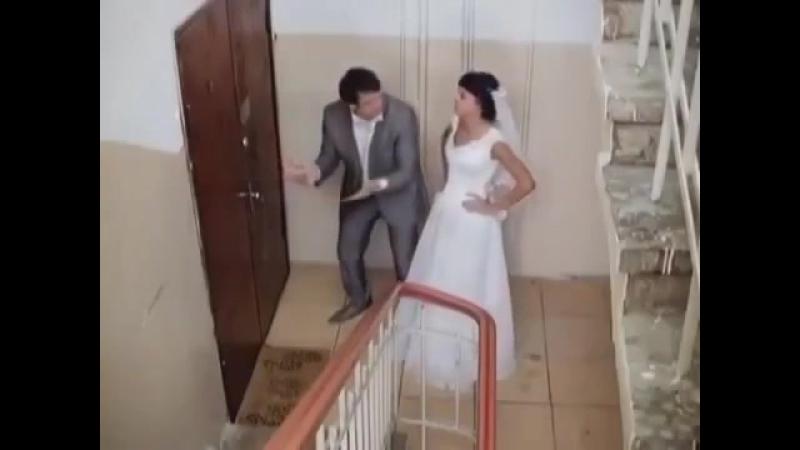 Пьяные муж и жена пришли домой а там