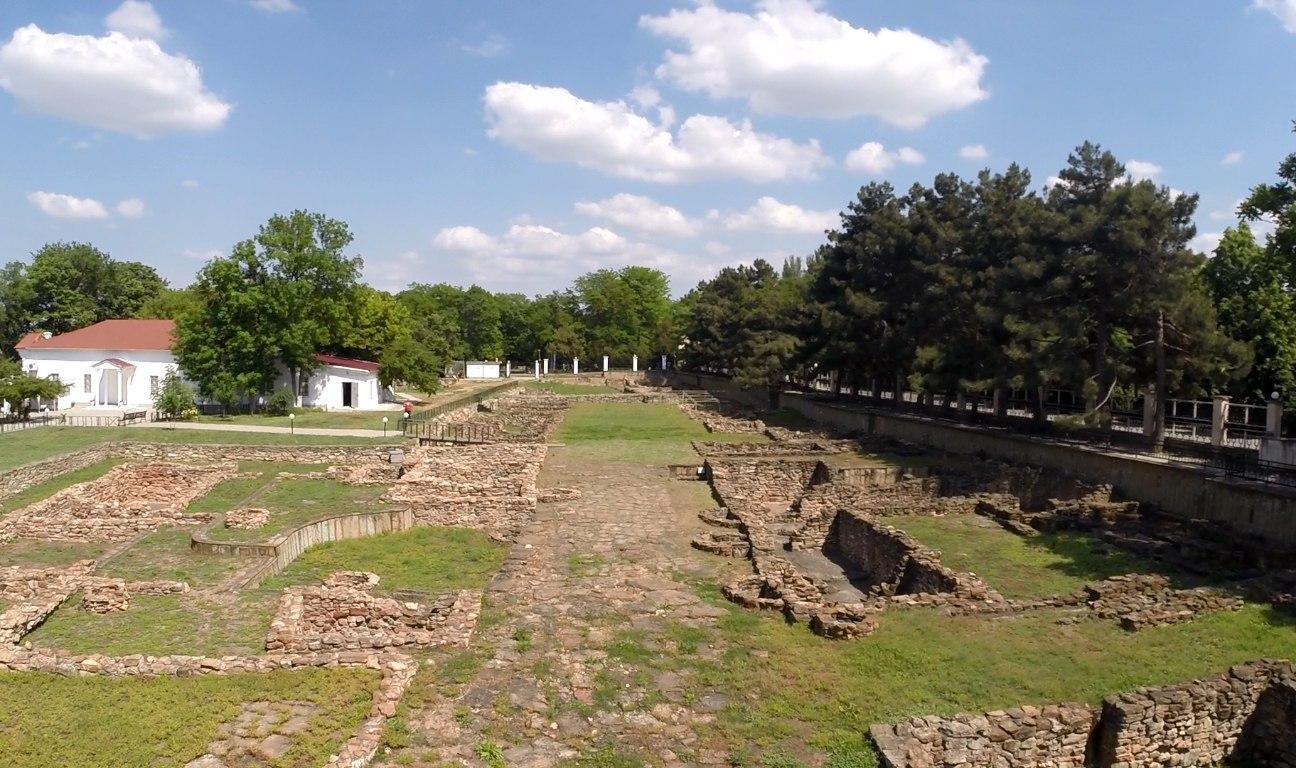 Раскоп на территории археологического заповедника, изображение №4