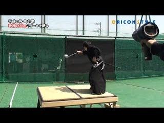 Самурай разрубает мяч, летящий со скоростью 160 км/ч
