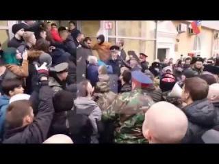 """В Волгограде напали на Навального за глумление над монументом """"Родина-мать"""""""