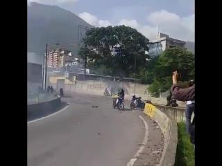 Венесуэла. Отряд нацгадов был подорван во время передвижения колонны.