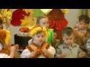 Игра Белочки и детей с орешками на осеннем утреннике 2015 в младшей группе