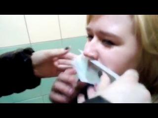Cделала девушке восковую эпиляцию верхней губы