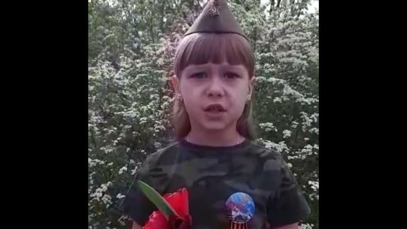 Любимцева Олеся представляет стихотворение Михаила Владимова Еще тогда нас не было на свете