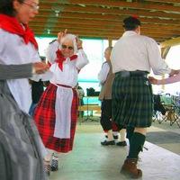 """Валлийские и шотландские танцы в саду """"Эрмитаж"""""""