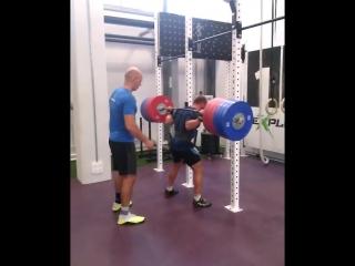 Аркадий Шалоха приседает 290 кг