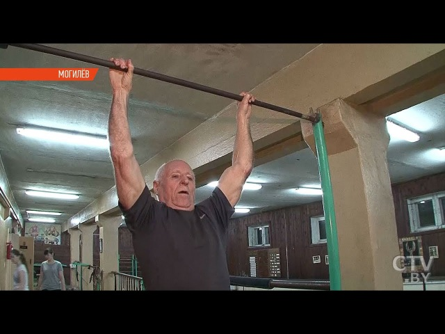 Дед атлет 80 летний физрук подтягивается и отжимается не хуже молодых