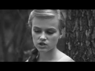 Девочка очень эмоционально исполняет Кукушку группы Кино.