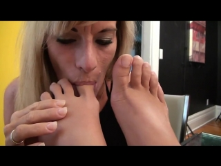 Milf worship young feet