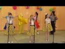 Песню Достань из кармана улыбку! исполняет трио Феерия . А помогают им Солнышко, Баба-Яга, Прыг и Скок!