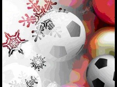 обворожительно улыбается, новогодняя открытка футбол отвечает требованиям экологичности