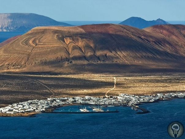 Малоизвестные острова Испании 1. Острова Сиес, Галисия Три острова Сиес это часть национального парка «Атлантические острова Галисии». В его составе три острова Монтеагудо, Фаро и Сан-Мартиньо.