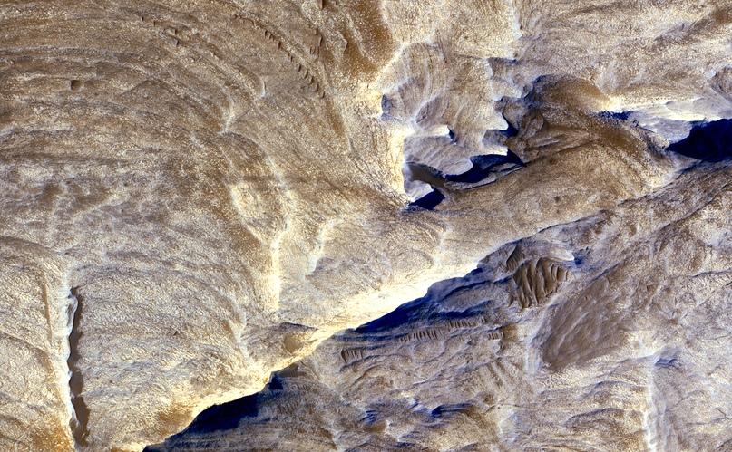 Тектонические разломы. Аналог Большого каньона, только на Марсе.