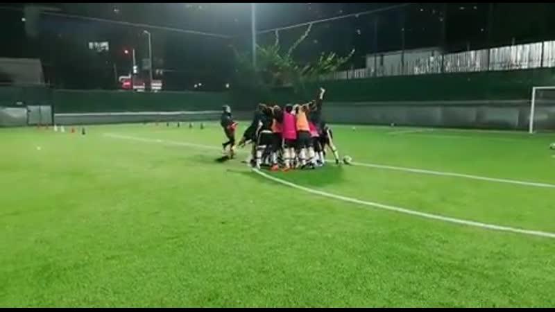Женская футбольная команда Хаккари завершила последнюю тренировку перед матчем.