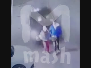 Женщина-водитель не справилась с управлением и сбила троих подростков