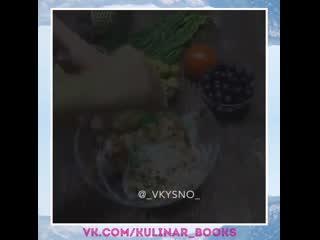 Праздничная закуска на чипсах. очень-очень усно, нравится всем! чуть язык не проглотила...