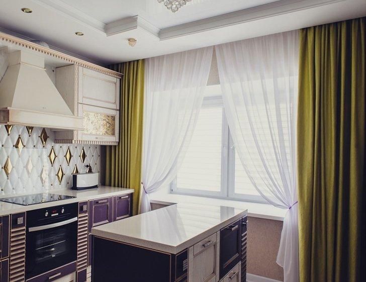 Длинные шторы в стиле прованс на кухне без балкона