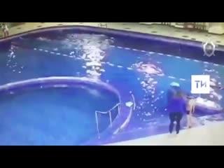Видео из бассейна в Челнах, где едва не утонул 7-летний мальчик
